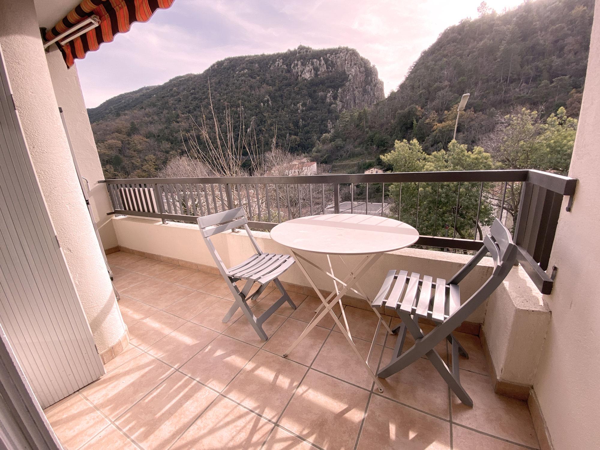 Balcon , Table et 2 chaises
