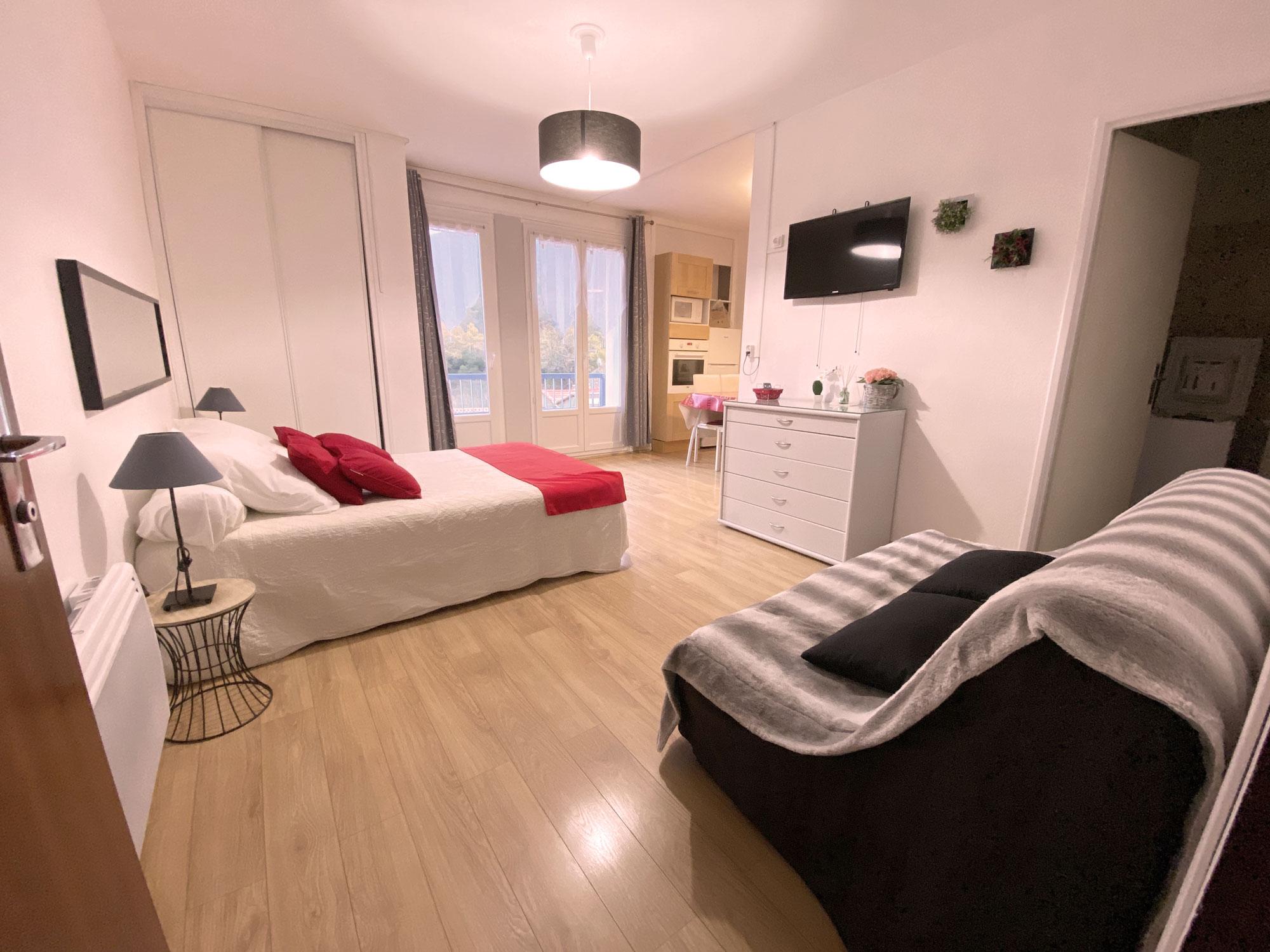 Canapé et lit blanc appartement 73